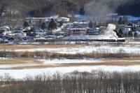 雪の釧路湿原のほとりに白煙が立つ - 釧網線 - - ねこの撮った汽車
