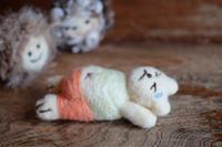 腹筋するクマ  羊毛フェルト - カンパーニュママの暮らしの雑貨とポメプーころすけと日々の出来事日記
