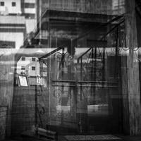 螺旋階段とレストランと一体化させられた不運な歩行者 - Silver Oblivion