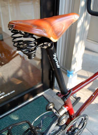 本日は定休日 7月25日(水)です。 / ブルックス(英国製)のバネ付 レザーサドル~♪ - ベロエキップ便り <江東区清澄白河の自転車屋さん&ハンドメイドも好きな店>