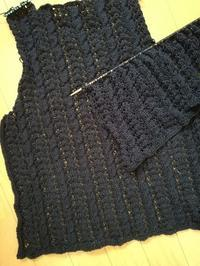 綿糸でベストを編み中です - ニットの着樂