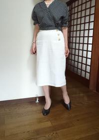 7月27日、70代。カシュクールブラウスと白タイトスカートでコーディネートをする - 楽しく元気に暮らします