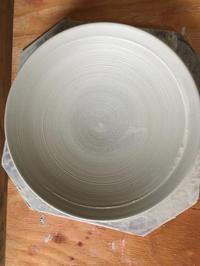 八寸皿を引く - 陶芸ブログ 限 無 窯    氷裂貫入青瓷の世界