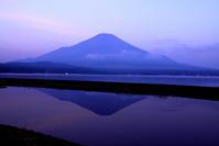 30年7月の富士(20)山中湖の逆さ富士 - 富士への散歩道 ~撮影記~