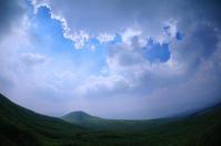 米塚(阿蘇)。 - 青い海と空を追いかけて。