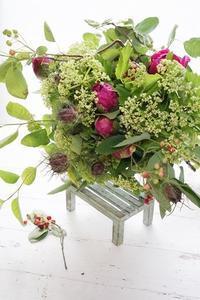 ジューンベリーのブーケ・季節のブーケは美しい - お花に囲まれて
