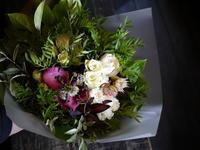 ご結婚記念日に花束。「渋めな雰囲気で」。北広島市西の里にお届け。2018/07/27。 - 札幌 花屋 meLL flowers