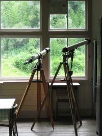 旧校舎の窓辺 - タビノイロドリ