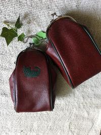渋めな色の楕円がま口ケーブルポーチ - 布と木と革FHMO-DESIGNS(エフエッチエムオーデザインズ)Favorite Hand Made Original Designs