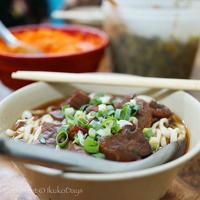 24h営業で ローカルに大人気!八角なしの食べやすい牛肉麵:『富宏牛肉麺』台北・北門 - IkukoDays