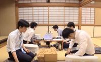 藤井聡太7段:通算100局の最年少記録を樹立 - 一歩一歩!振り返れば、人生はらせん階段
