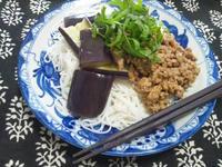 素麺で、汁なし坦々麺 with茄子 - Minha Praia