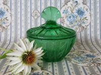 深緑色のウラン・ガラスのパウダー・ジャー -  Der Liebling ~蚤の市フリークの雑貨手帖2冊目~