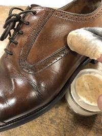 仕上げはブラシが命 - 池袋西武5F靴磨き・シューリペア工房