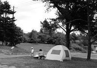 日除け用テントの母子と「命の危険がある暑さ」という表現 - 照片画廊