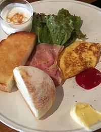 丸パンにハマる! - Kyoto Corgi Cafe
