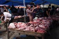 豚肉売場。 - 治華な那覇暮らし