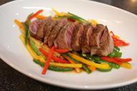 定番中華のおもしろレシピ「青椒肉絲ステーキ」に「食べれば春巻」 - キムチ屋修行の道