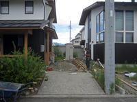 常念岳を望む安曇野の家のカーポート - 安曇野建築日誌