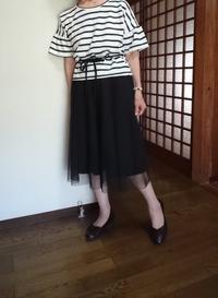 8月9日、70代。黒縞もようブラウスと黒チュールスカートでコーディネートをする - 楽しく元気に暮らします