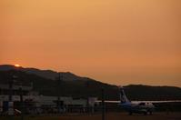 夕暮れの天草空港。 - 青い海と空を追いかけて。