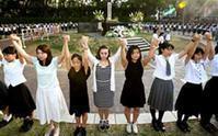 『爆心地公園で高校生ら「人間の鎖」ハワイからも』/朝日新聞 - 『つかさ組!』