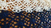モチーフ繋ぎ中♪ - 空色テーブル  編み物レッスン