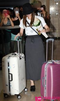 TWICE ミナ&サナ、日本での休暇終え韓国へ…空港にファンが殺到 - Niconico Paradise!
