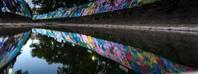 長崎爆心地公園そばを流れる小川には平和を祈る色で溢れている。 - 阿野裕行 Official Blog
