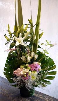 お供えのアレンジメント。厚別中央2条にお届け。2018/08/10。 - 札幌 花屋 meLL flowers