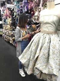 ニューヨーク生地屋街さんお買い物の後ソーイングレッスンの1日ツアー - Sew Easy New York