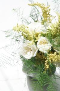 夏休みのお知らせ - お花に囲まれて