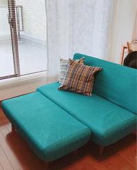 ターコイズブルーのソファ。 - うさまっこブログ