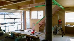 愛川の家、キッチンが入りました。 - いえづくり現場ノート(いちかわつくみ建築設計室のブログ)