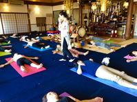 8月のお寺ヨガ in 本昌寺 - 全てはYogaをするために    動くヨガ、歌うヨガ、食べるヨガ