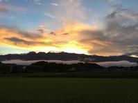 夕立の後の夕陽が綺麗 - 蔵カフェ「飯島茶寮」