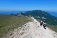 快晴の溶岩ドームを見ながら樽前山 (810.2M)  932峰登頂 編 - 風の便り