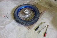 【tm125EN】タイヤ交換 - だいちゃんガレージ