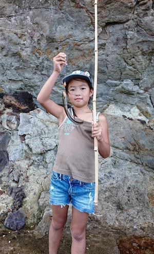 午後は砂浜で宝物探しと魚釣り - 山村留学 人づくりの里運営協議会