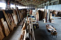 木材倉庫 - SOLiD「無垢材セレクトカタログ」/  材木店・製材所:新発田屋(しばたや)