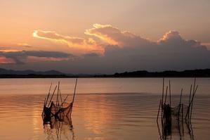 生簀のある湖畔 - MAKO'S PHOTO