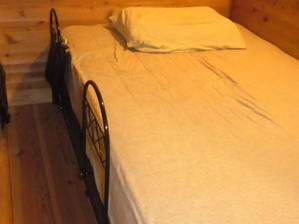 ベッドからの落下防止柵 -