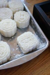 【冷たい生月餅はお初の味】 - ふくすけのコネコネ 編み編み てくてく日記