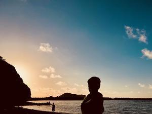 無人島冒険学校〔8日目〕砂浜で迎える朝。波の音と朝日で目が覚めた。 - ねこんちゅ通信(ネコのわくわく自然教室)