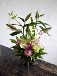 お盆用のアレンジメント。12:00頃ご来店。2018/08/13。 - 札幌 花屋 meLL flowers
