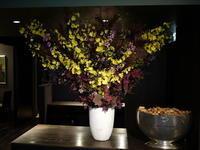定期的にお取替えしている、イタリアンレストラン「カプリカプリ」さんのアーティフィシャルフラワー(造花)ディスプレイ。2018/08/14。 - 札幌 花屋 meLL flowers