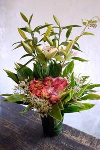 お寺での法要にアレンジメント。2018/08/16。 - 札幌 花屋 meLL flowers