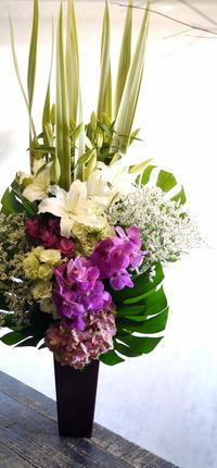 北20条の斎場でのご葬儀にアレンジメント。2018/08/18。 - 札幌 花屋 meLL flowers