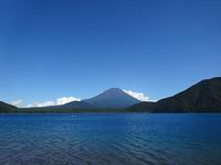 本栖湖でキャンプ、富士山の絶景に癒される - アコースティックな風