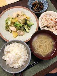 鶏肉とブロッコリーのオイマヨ炒め - 庶民のショボい食卓